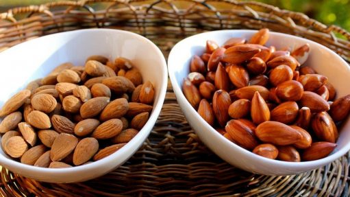 Raw Almonds Vs Soaked Almonds: What's Best For Your Summer Diet?